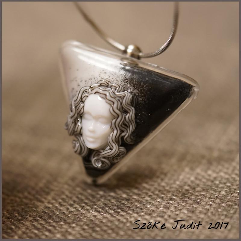 Uniq Face Cabochon with pendant