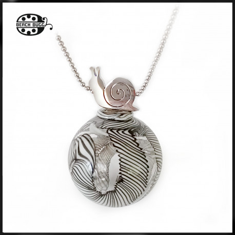 M2.5 snail pendant with necklace
