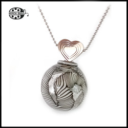 M2.5 heart pendant with necklace