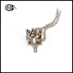 M2.5 crown pendant with necklace