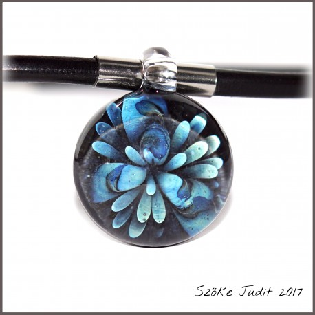 uniq implosion glass pendant