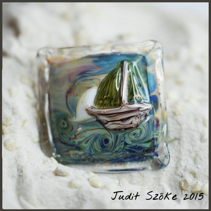 Szőke Judit hajó üvegmedál